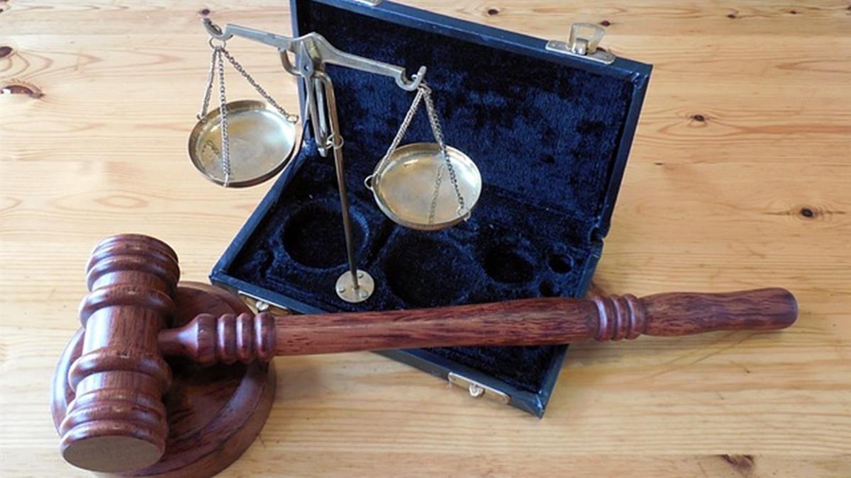 當庭釋放5嫌犯!法官開槍自盡:不確定就別起訴