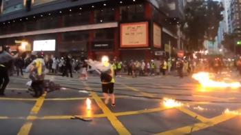 最新畫面!港鐵9點暫停行駛 記者採訪頭著火