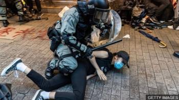 香港「禁蒙面法」抗議進入第二天,警方做出實施後首宗拘捕