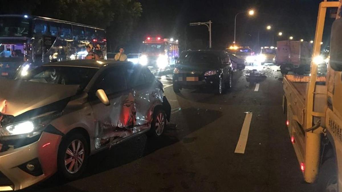國道3號傳車禍!7車追撞6人受傷送醫急救