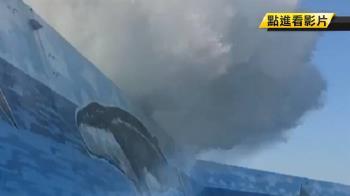 驚險!台東9m巨浪翻堤防 3遊客被打落海