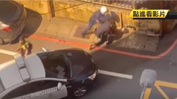 開贓車遭識破!兩嫌拒捕落跑 衝撞警車遭逮