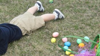 6歲童家門口玩耍…遭街友抱起重摔 臉著地命危