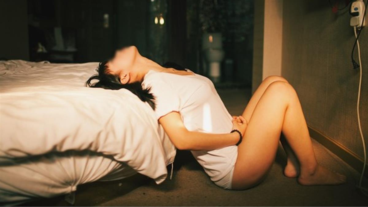 棉條塞1天!女模下體感染截肢…醫曝慘況