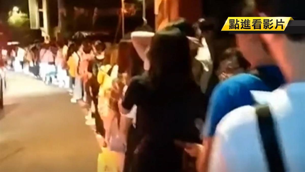 國慶連假九份擠爆! 排公車人龍上百公尺