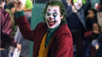 《小丑》:菲尼克斯飾演的角色患了什麼病