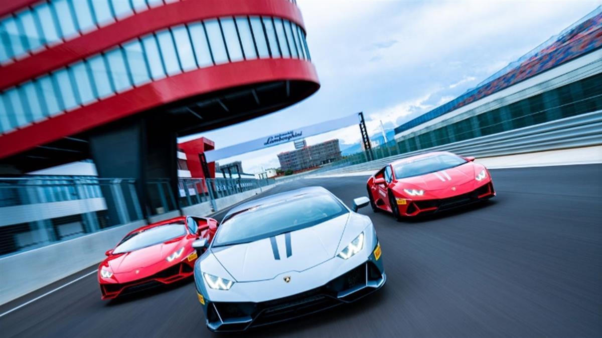 8000 轉的平易近人!Lamborghini Huracán EVO 賽道體驗