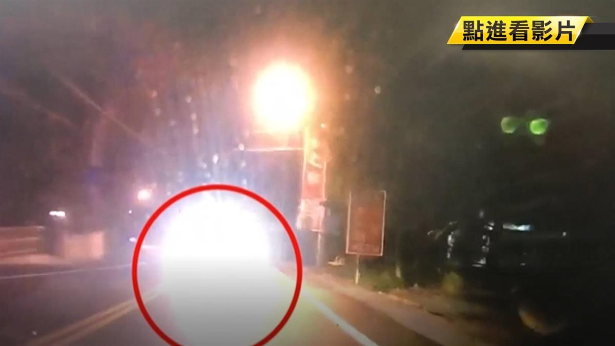 跨越雙黃線迎面來!78歲駕駛疑疲駕 2車對撞