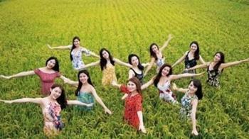 2020長榮空姐年曆搶先看!12正妹進田中辣曬逆天長腿