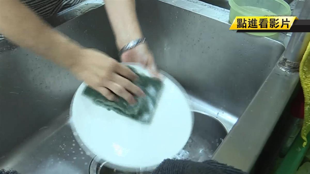 小吃攤徵「歐巴桑」洗碗工慘了!挨罰30萬