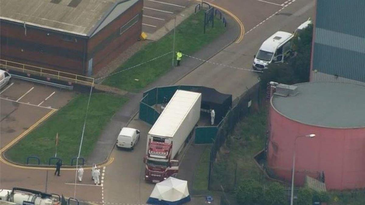 貨櫃車內驚現39具屍體 警方啟動謀殺案偵查