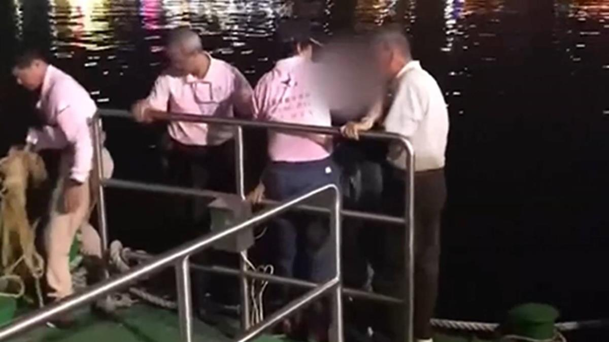 為拍美照…2婦人跨欄杆突墜愛河 被拉上岸狂吐