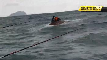 翻船了!基隆外海5釣客困海上 民眾、海巡搶救