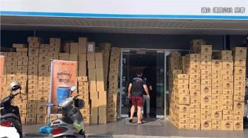 鳳山超商驚見包裹山 逾千件貨物堆滿店家