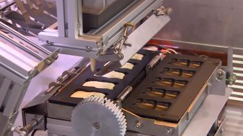 全台首創雞蛋糕自動販賣機 測試階段機器怕陽光!