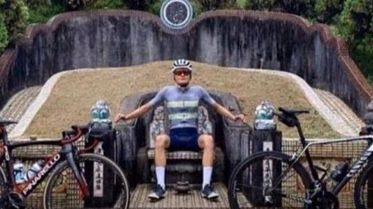 墳墓當龍椅!丹麥自行車手道歉:以為廟宇椅