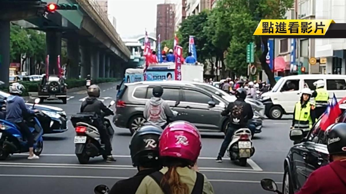 台北市區貪食蛇挺韓遊行 民眾比倒讚砲轟