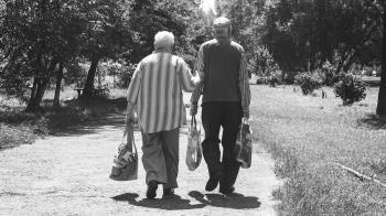 70歲嬤幫男友打手槍…怒告性侵!判決神逆轉