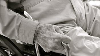 89歲翁爽交4女友!590萬棺材本被榨乾 吞藥輕生