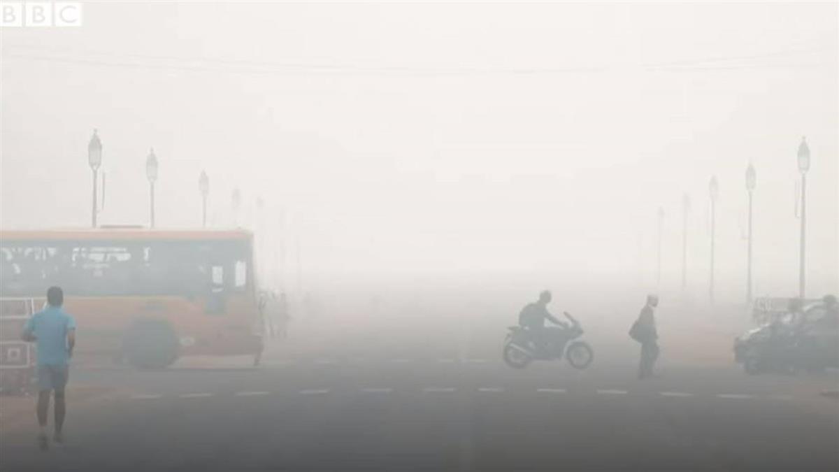 印度德里霧霾指數衝破900極大值 安全指數為40