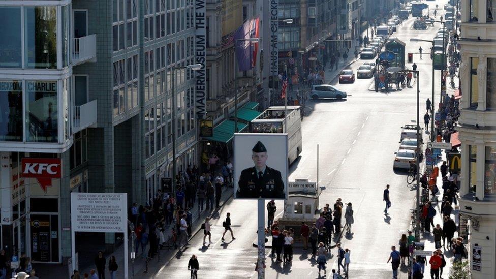 柏林牆30年:民調顯示東歐人擔心民主倒退