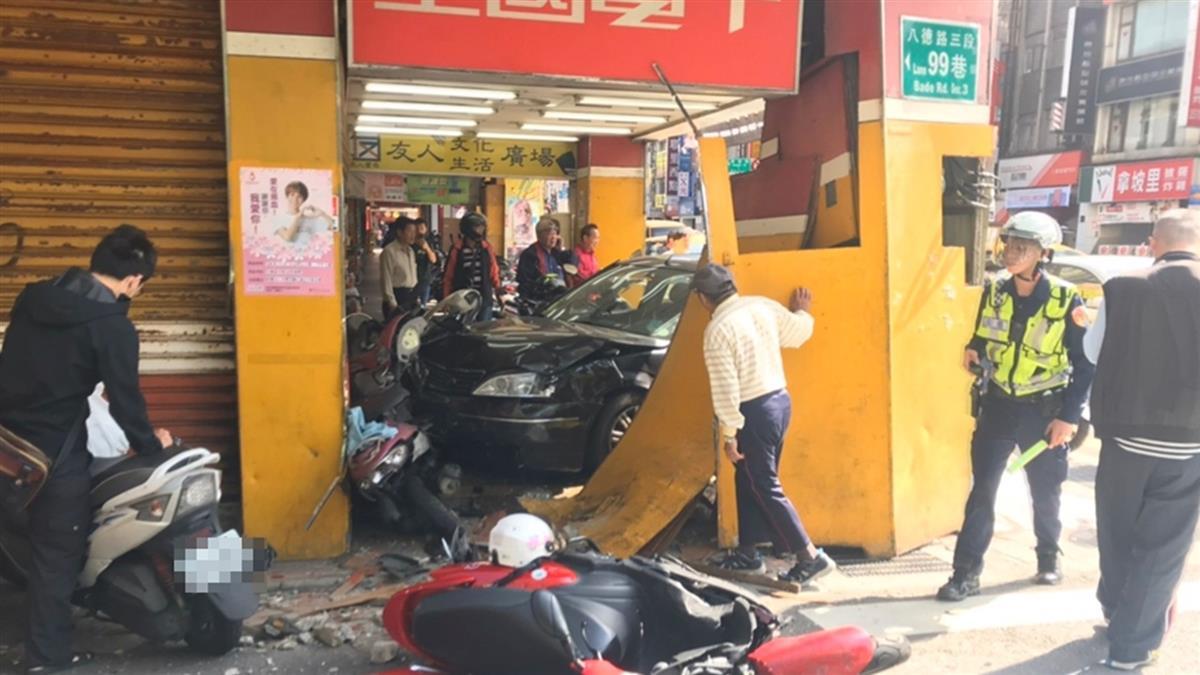 松山區黑車暴衝釀3傷 1女意識不清送醫