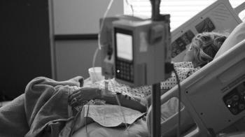 每天只能睡5hrs!她賴床腰爆痛 醫驚呆:有3顆腎