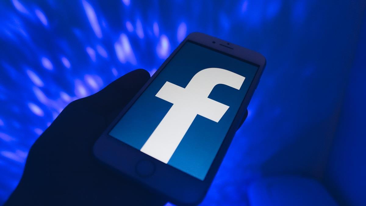打擊假帳號新手段! 臉書要求用戶臉部自拍惹爭議