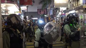 悼念墜樓學生!港民上街聲援 港警開槍警告