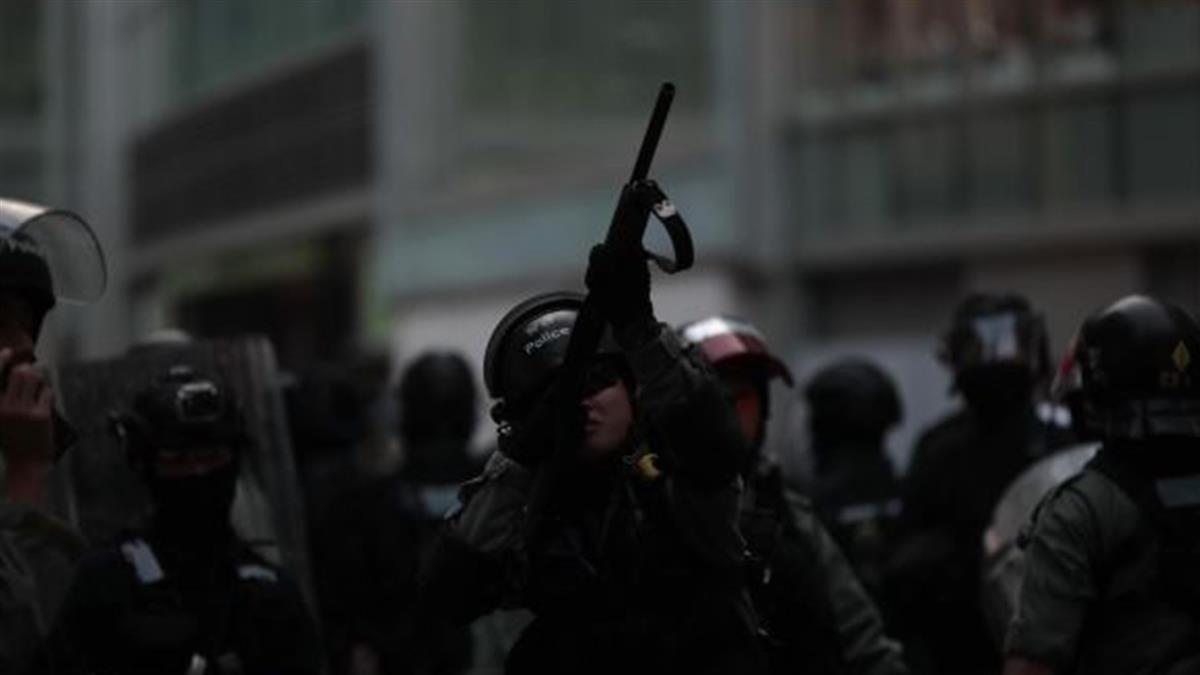 多區遍地開花抗爭 港警乘車射催淚彈擊傷記者