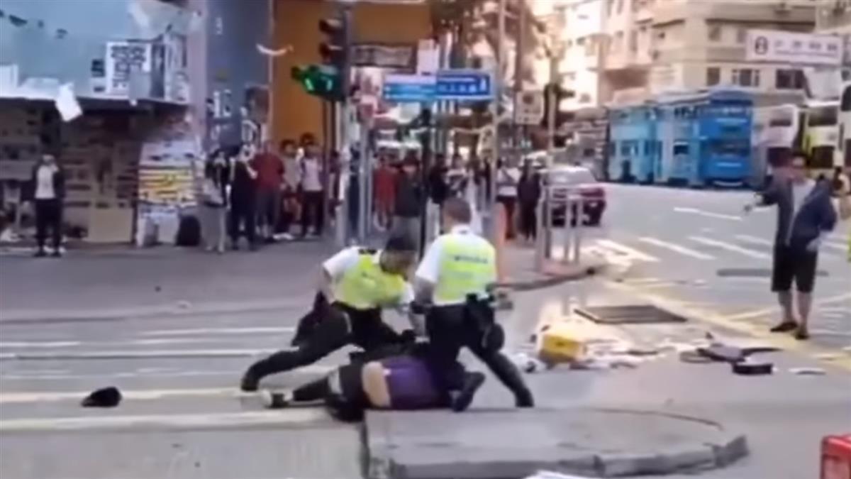 香港今三罷爆衝突!港警連開3槍 2青年倒地