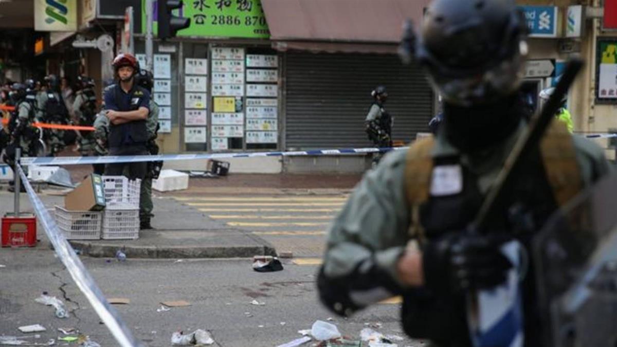 香港示威:西灣河交通警實彈制服黑衣青年 至少一人受傷