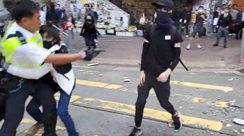香港示威持續升級:警察實彈射傷示威者 另有市民被縱火燒傷