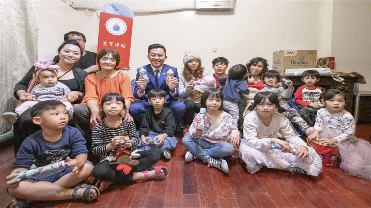 7年生下3男3女 32歲年輕夫妻生到市長頒獎鼓勵