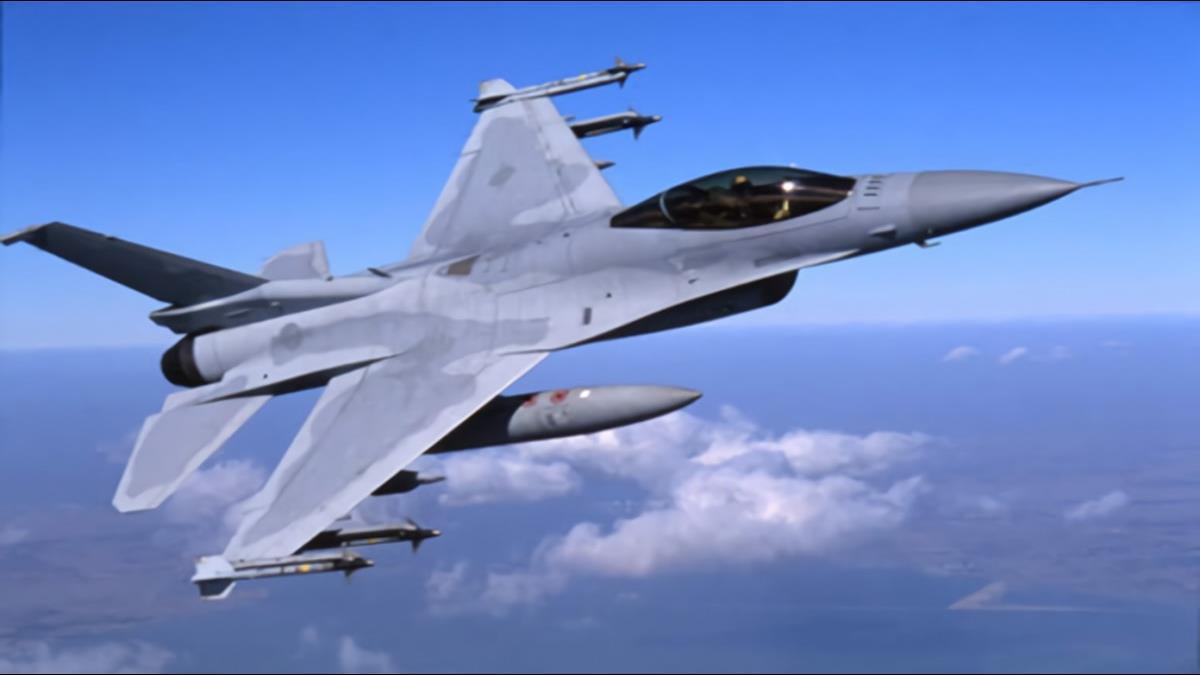 國防部拍胸:F-16V能和共軍打群架 網因一留言整棟「歪樓」