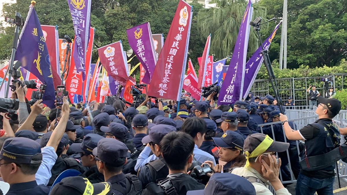 太陽花事件警判賠  退警政院抗議爆發推擠衝突