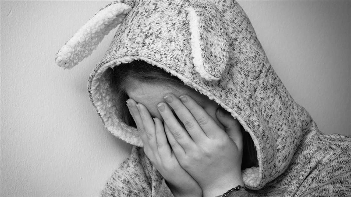 10歲女童肚痛!送醫驚覺懷孕 生父是15歲哥
