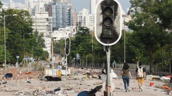 香港示威高峰期裏「返工」有多難?四名BBC記者的通勤經歷