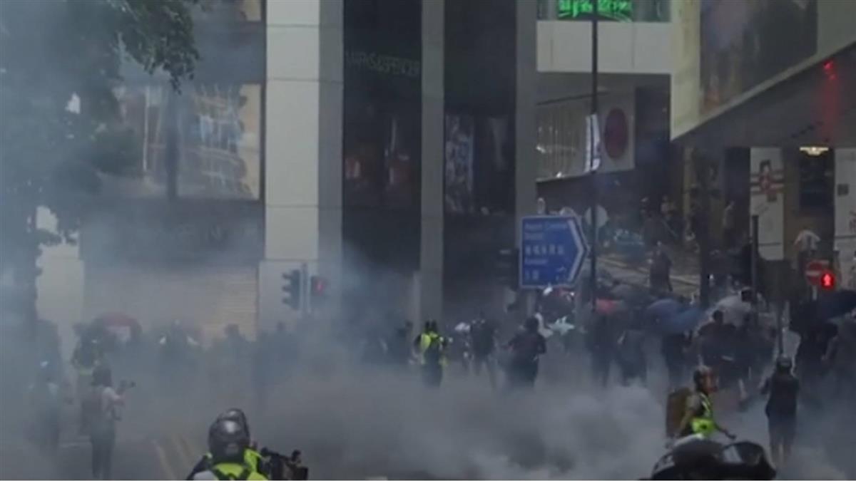 香港持續暴動!港警理工大學外發射催淚彈