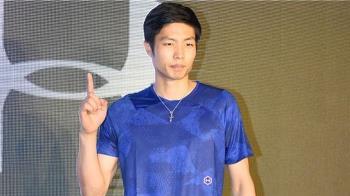 周天成驚險逆轉卡夏普 香港羽賽挺進8強