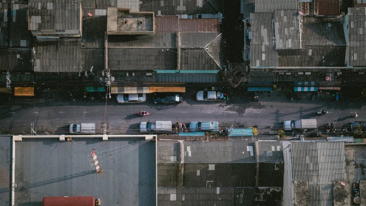 飛來橫禍!女高樓墜下砸中2路人 8歲童被壓死