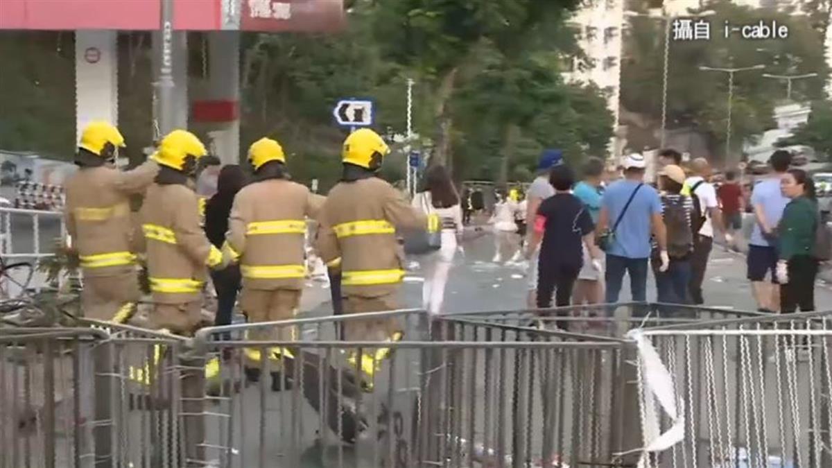 理工大學對峙  港警調水炮車裝甲車試圖清場