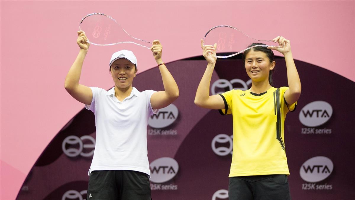 李亞軒吳芳嫻聯手 奪海碩女網賽女雙冠軍