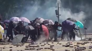 香港示威:警察中箭 數百示威者被困理工大學