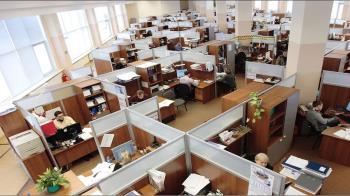 「工資凍漲」竟是勞工不願換工作? 網怒回:去和你老闆講!