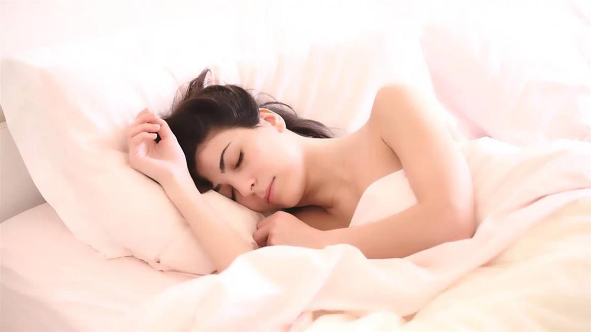 周末補眠過頭超傷身?醫曝3關鍵習慣!