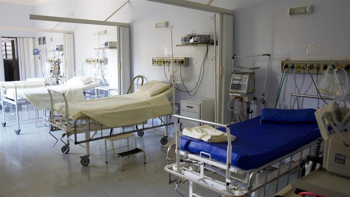 醫院病床狂啪!嬤聽嬌喘聲崩潰 怒借念佛機…