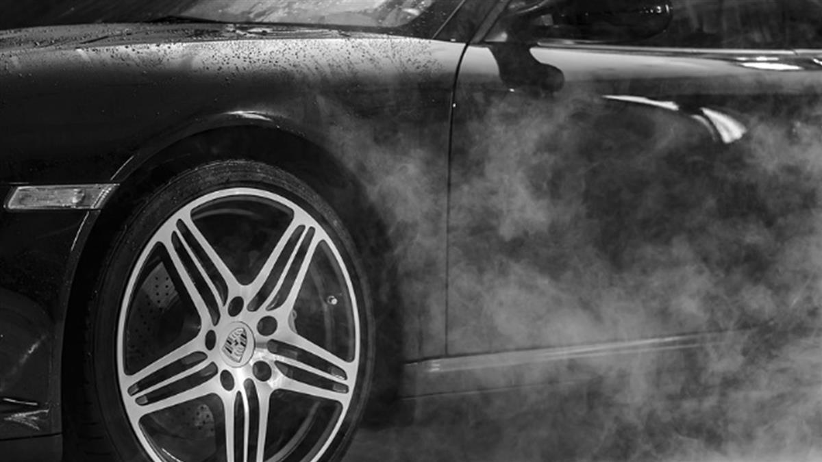 75℃熱水管炸開!2男開車墜坑洞…遭活活燙死