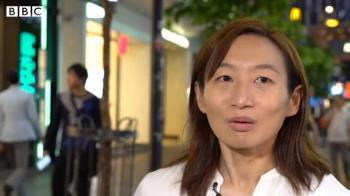 香港示威:參選區議員的辭職女警