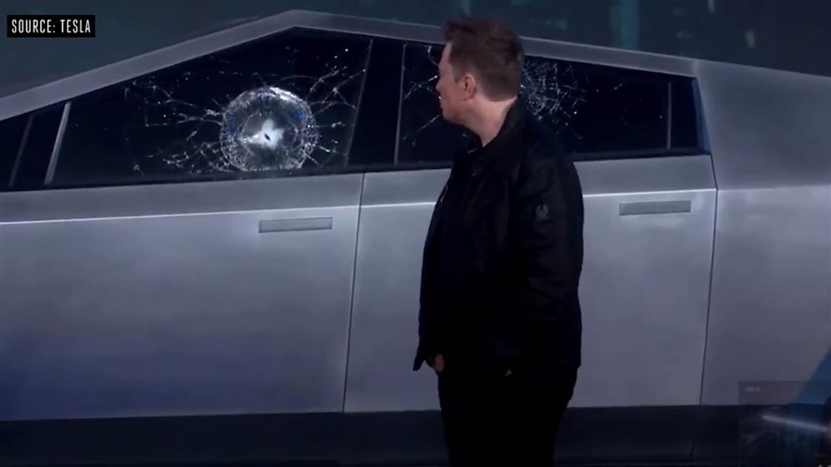 尷尬!特斯拉秀防彈新車 車窗竟一砸就裂